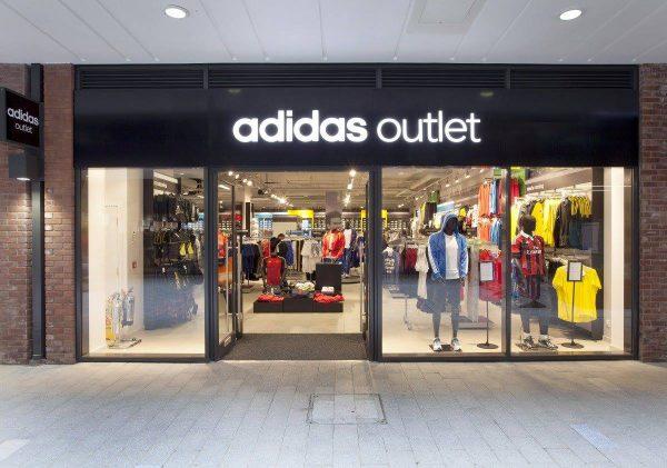 quần áo hàng hiệu giảm giá tại các cửa hàng Outlet
